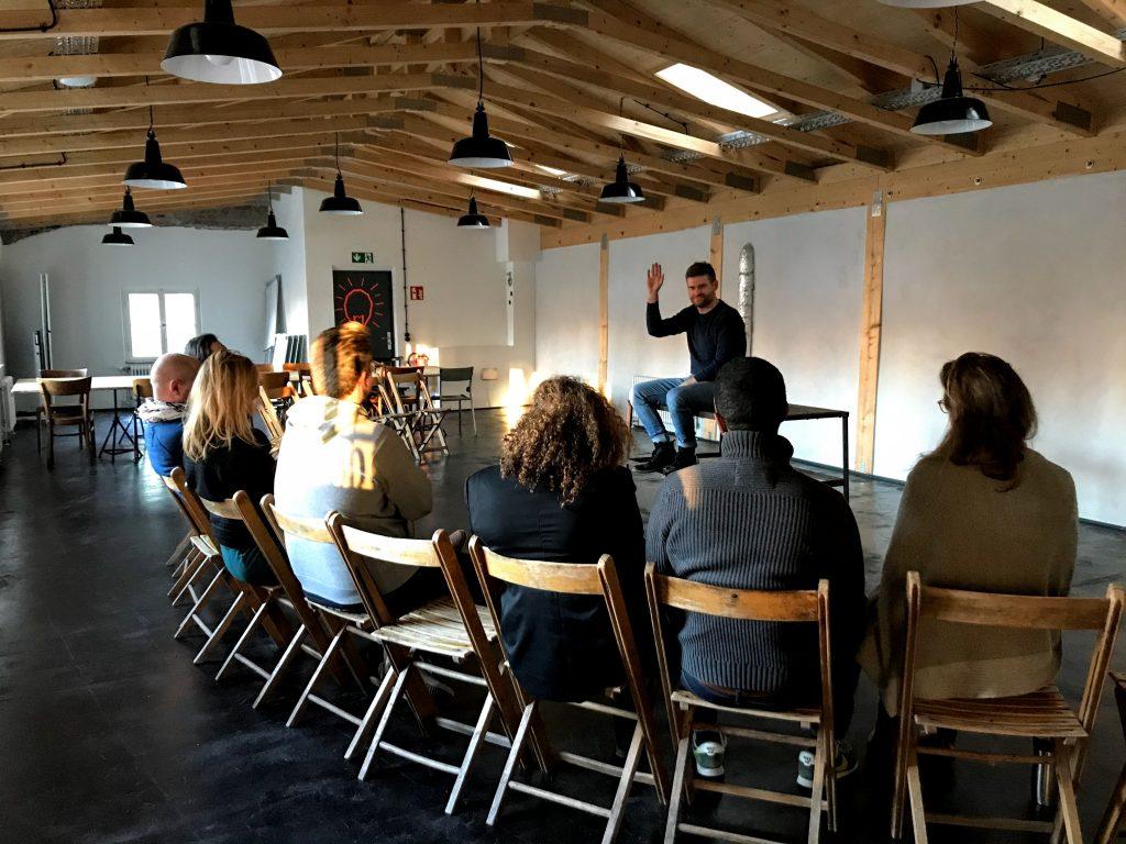 Mentaltrainer Johannes Maneljuk bei einem Mentaltraining für die Coworker des Impact Hub Stuttgart